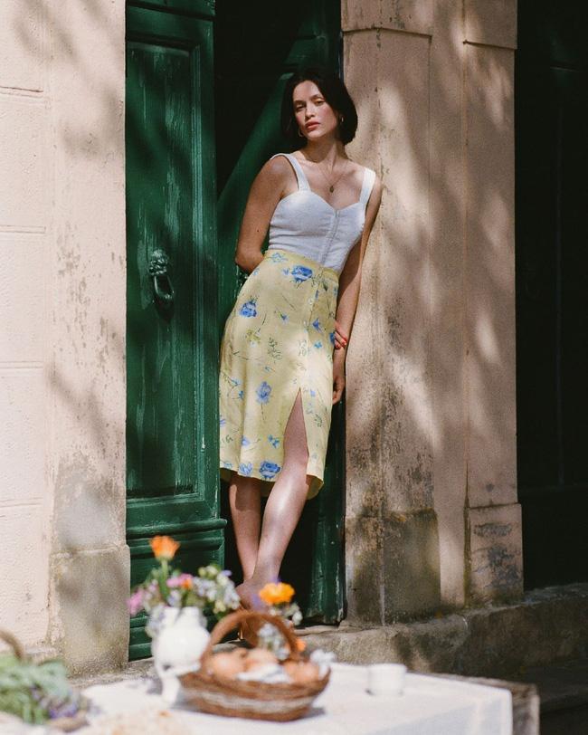 Khác với gái Hàn, phụ nữ Pháp diện chân váy dài trông nổi bật hơn hẳn là nhờ bí kíp này-3