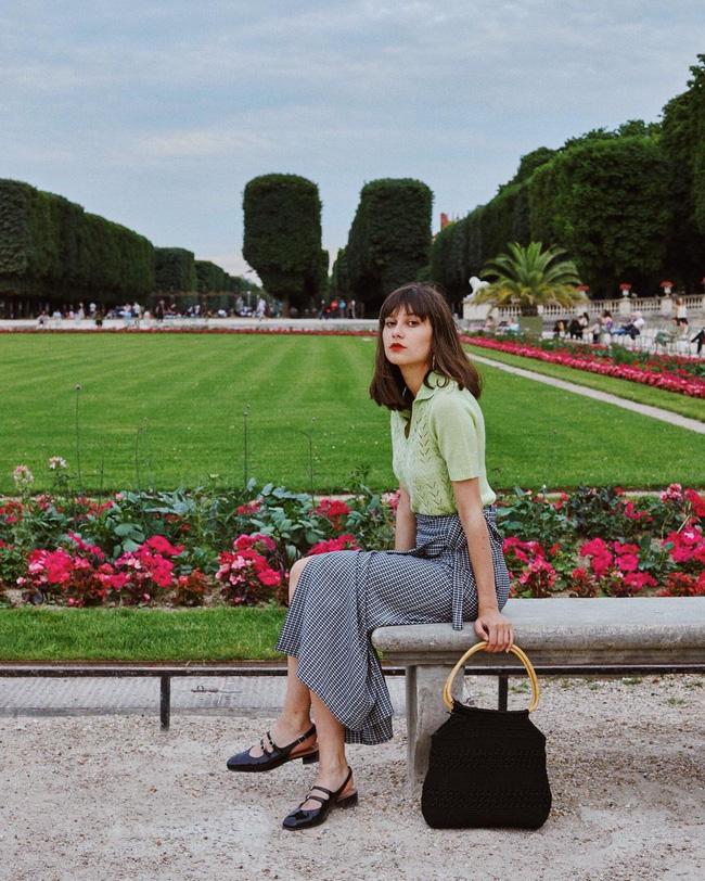 Khác với gái Hàn, phụ nữ Pháp diện chân váy dài trông nổi bật hơn hẳn là nhờ bí kíp này-10