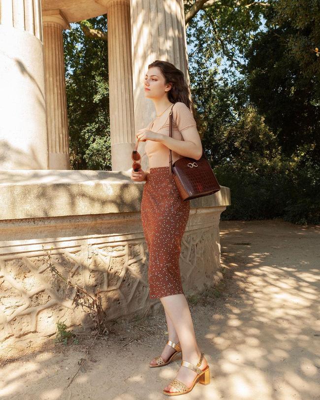 Khác với gái Hàn, phụ nữ Pháp diện chân váy dài trông nổi bật hơn hẳn là nhờ bí kíp này-8