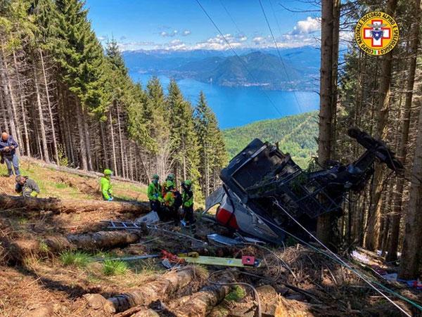 Video: Kinh hoàng khoảnh khắc cáp treo đột ngột đứt dây rơi tự do từ độ cao 500 mét khiến 14 người tử vong thương tâm-2