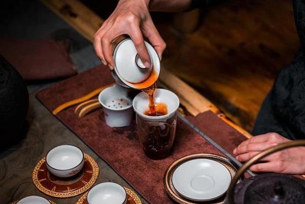 Người Nhật sống lâu nhờ uống trà nhưng có 3 thói quen uống trà không những không có lợi cho sức khỏe mà còn hại thận, nên tránh xa-3