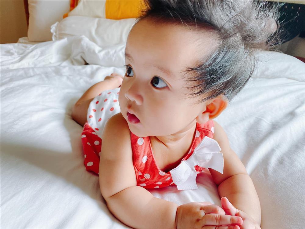 Mới 3 ngày tuổi đã được bố nuôi đón về với lý do không ai ngờ đến, con gái NTK Đỗ Mạnh Cường ngày càng xinh đẹp-7