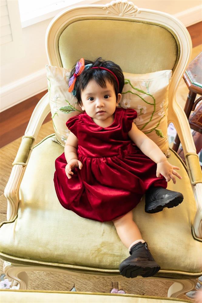 Mới 3 ngày tuổi đã được bố nuôi đón về với lý do không ai ngờ đến, con gái NTK Đỗ Mạnh Cường ngày càng xinh đẹp-17
