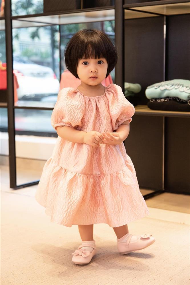 Mới 3 ngày tuổi đã được bố nuôi đón về với lý do không ai ngờ đến, con gái NTK Đỗ Mạnh Cường ngày càng xinh đẹp-18