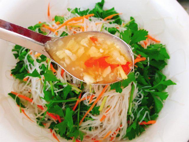Buổi chiều đổi vị với món miến trộn hải sản kiểu Thái-6