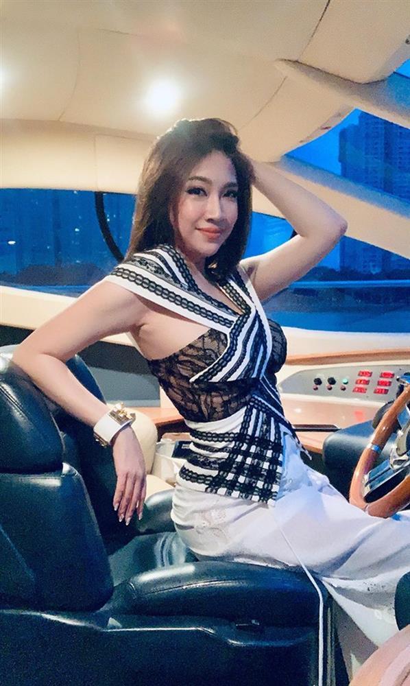 Pha Lê và chồng bị bắt gặp không đeo khẩu trang ở nơi công cộng, chính chủ lên tiếng: Có người cố tình quay clip hãm hại-3