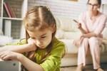 Những biểu hiện cho thấy trẻ đang dần trở nên kém cỏi, cha mẹ cần can thiệp kịp thời nếu không muốn con lớn lên là người tự ti