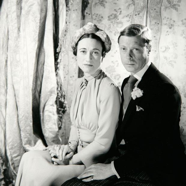 Mối tình hoàng gia huyền thoại nước Anh: Vị vua duy nhất thời hiện đại si tình đến mức từ bỏ cả ngai vàng để cưới người phụ nữ đã qua 2 lần đò-5
