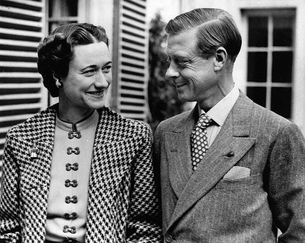 Mối tình hoàng gia huyền thoại nước Anh: Vị vua duy nhất thời hiện đại si tình đến mức từ bỏ cả ngai vàng để cưới người phụ nữ đã qua 2 lần đò-8