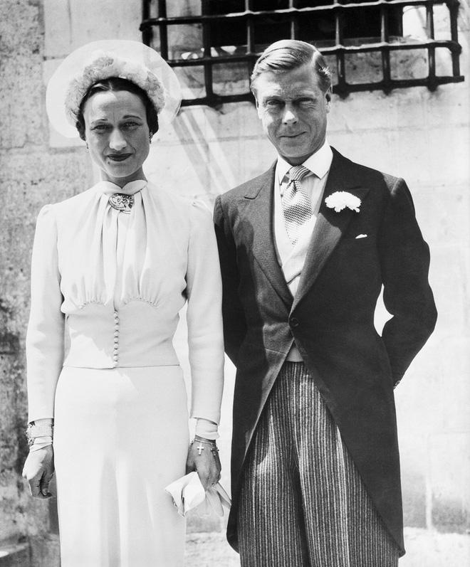 Mối tình hoàng gia huyền thoại nước Anh: Vị vua duy nhất thời hiện đại si tình đến mức từ bỏ cả ngai vàng để cưới người phụ nữ đã qua 2 lần đò-6