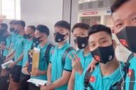 Nhật ký ngày đầu cách ly của ĐT Việt Nam: Ngập đồ ăn vặt, vui vẻ mở livestream kể chuyện đời