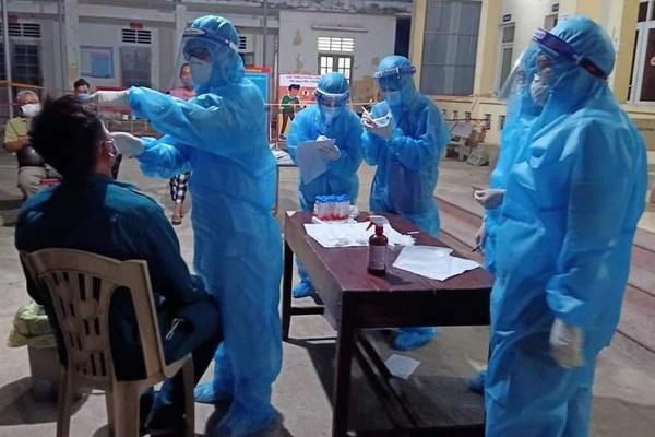 Thợ thạch cao mệt đi khám thì phát hiện mắc Covid-19, 3 người ở trọ cùng cũng nhiễm bệnh-1