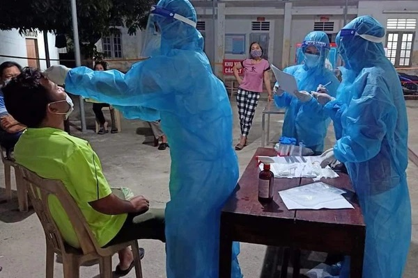 Thợ thạch cao mệt đi khám thì phát hiện mắc Covid-19, 3 người ở trọ cùng cũng nhiễm bệnh-3