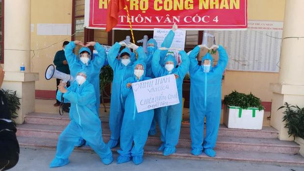 Giữa cái nắng 40 độ C ở tâm dịch Bắc Giang, nhóm tình nguyện viên vẫn lạc quan nhảy cổ vũ tinh thần chống dịch-1