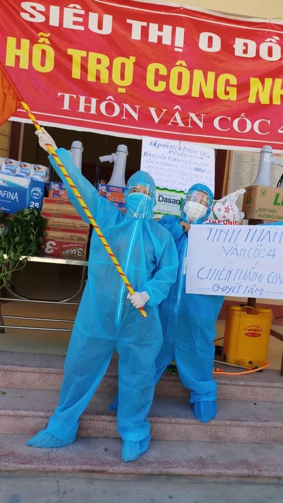 Giữa cái nắng 40 độ C ở tâm dịch Bắc Giang, nhóm tình nguyện viên vẫn lạc quan nhảy cổ vũ tinh thần chống dịch-3