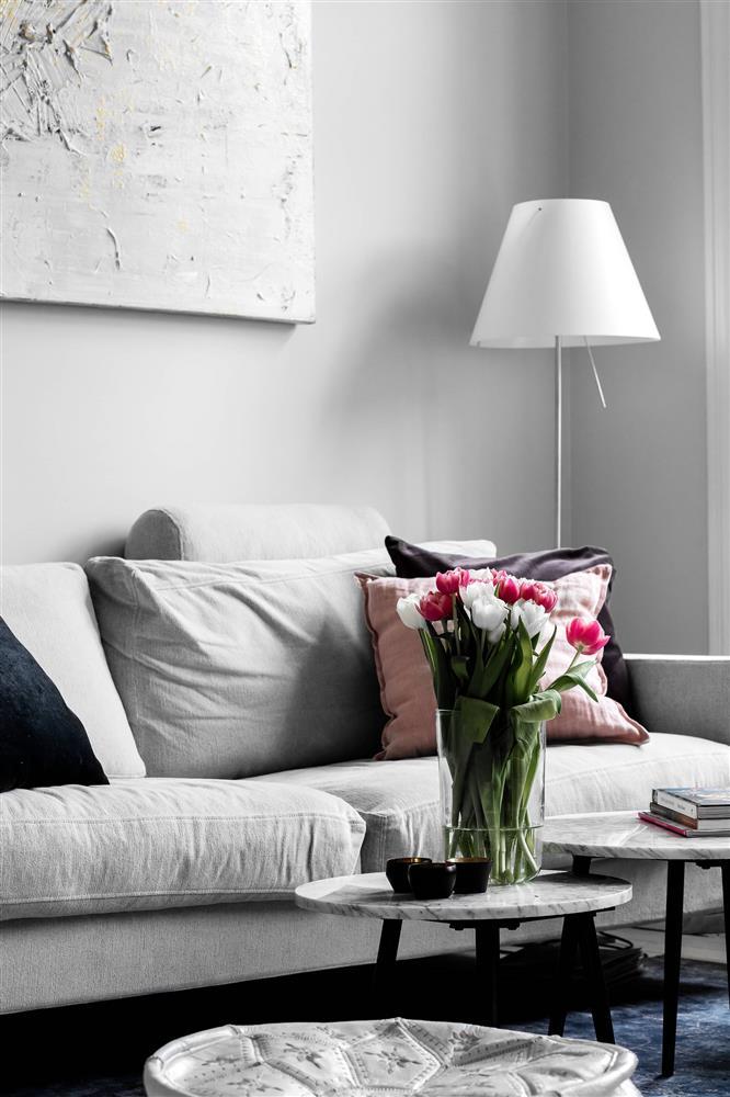 Sau nhiều năm tiết kiệm, cô gái trẻ đã mua được căn hộ 39m² và cải tạo thành không gian đẹp ngọt ngào-5