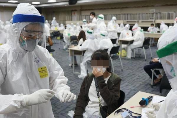 PGS.TS Lương Ngọc Khuê: Chủng Delta khiến người nhiễm chuyển từ thể nhẹ sang nặng nhanh, nhiều người trẻ chuyển nặng-1