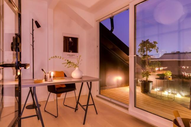 Căn hộ áp mái hiện đại với cách bài trí khéo léo, thông minh, mỗi khi đêm xuống như lột xác thành một không gian kỳ diệu-20