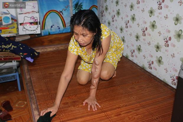 Nóng bủa vây cả đêm ở xóm chạy thận Hà Nội: Cả căn phòng cứ như cái lò nung, mỗi ngày chỉ ngủ được 2-3 tiếng-1