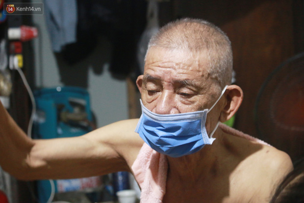 Nóng bủa vây cả đêm ở xóm chạy thận Hà Nội: Cả căn phòng cứ như cái lò nung, mỗi ngày chỉ ngủ được 2-3 tiếng-4