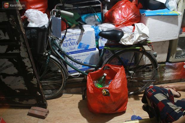 Nóng bủa vây cả đêm ở xóm chạy thận Hà Nội: Cả căn phòng cứ như cái lò nung, mỗi ngày chỉ ngủ được 2-3 tiếng-5