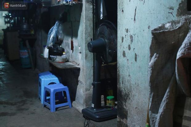 Nóng bủa vây cả đêm ở xóm chạy thận Hà Nội: Cả căn phòng cứ như cái lò nung, mỗi ngày chỉ ngủ được 2-3 tiếng-10