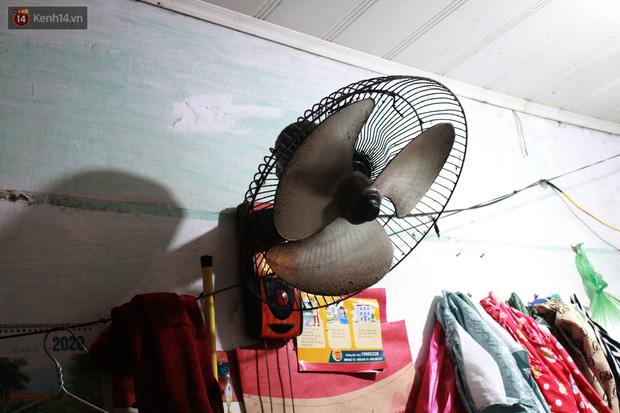 Nóng bủa vây cả đêm ở xóm chạy thận Hà Nội: Cả căn phòng cứ như cái lò nung, mỗi ngày chỉ ngủ được 2-3 tiếng-12