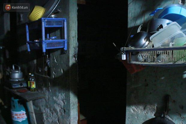 Nóng bủa vây cả đêm ở xóm chạy thận Hà Nội: Cả căn phòng cứ như cái lò nung, mỗi ngày chỉ ngủ được 2-3 tiếng-7