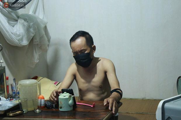Nóng bủa vây cả đêm ở xóm chạy thận Hà Nội: Cả căn phòng cứ như cái lò nung, mỗi ngày chỉ ngủ được 2-3 tiếng-9