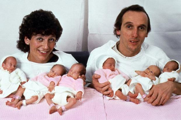 Sinh 6 cùng lúc và chỉ toàn con gái, bà mẹ cùng những đứa trẻ trong ca sinh khiến thế giới ngỡ ngàng 37 năm trước giờ ra sao?-1