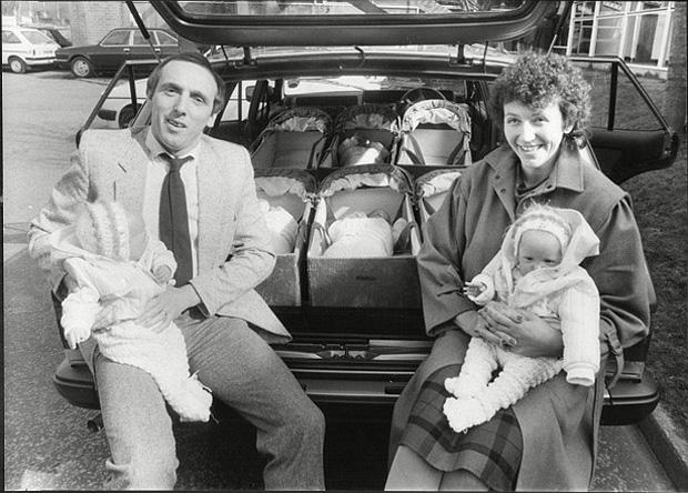 Sinh 6 cùng lúc và chỉ toàn con gái, bà mẹ cùng những đứa trẻ trong ca sinh khiến thế giới ngỡ ngàng 37 năm trước giờ ra sao?-3