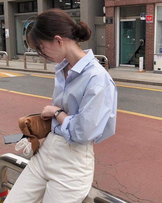Hè diện quần trắng cho mát nhưng để sành điệu không chê được điểm nào, bạn nên ghim 12 cách mặc của gái Hàn-5