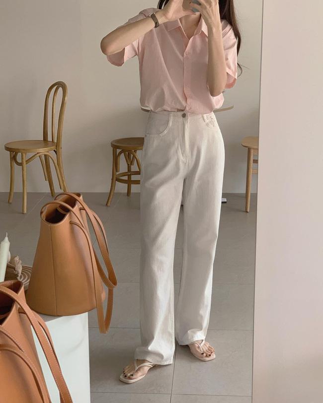 Hè diện quần trắng cho mát nhưng để sành điệu không chê được điểm nào, bạn nên ghim 12 cách mặc của gái Hàn-9