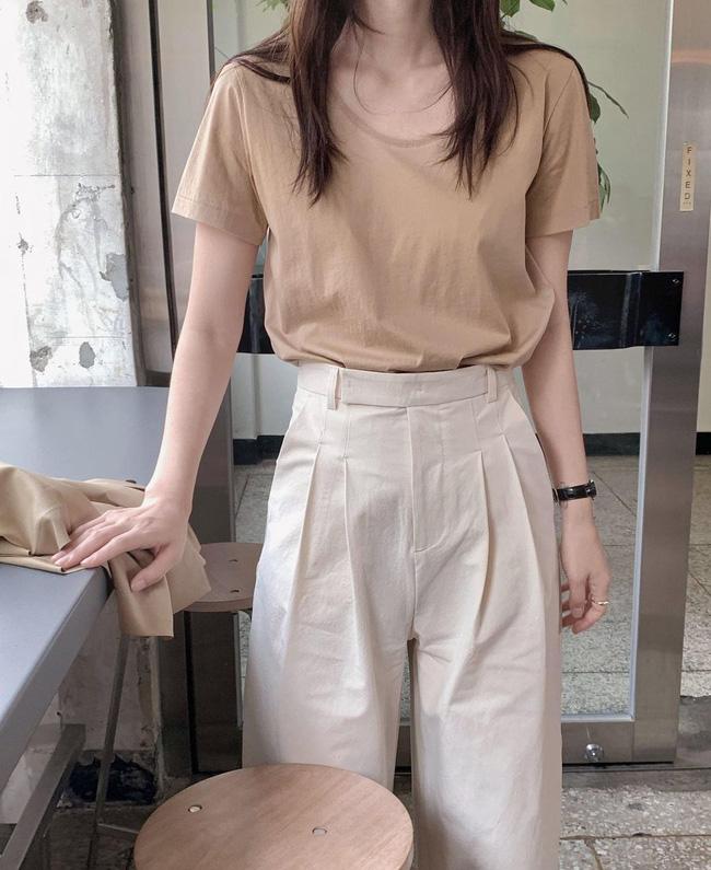 Hè diện quần trắng cho mát nhưng để sành điệu không chê được điểm nào, bạn nên ghim 12 cách mặc của gái Hàn-13