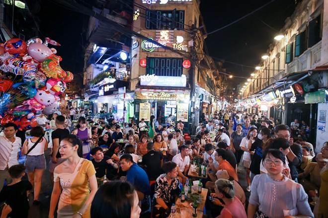 """Loạt phố ẩm thực xuyên đêm"""" ở Hà Nội lao đao vì dịch, tiểu thương bỏ quán về quê-3"""