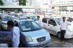 Chỉ thị mới của TP.HCM: Giải tán chợ tự phát, dừng toàn bộ taxi, xe công nghệ và xe buýt