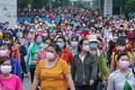 Quận Bình Tân trong ngày đầu phong tỏa 3 khu phố: Cô ở ngoài này phải đi chợ cho mấy chục đứa trong kia, tụi nó không ra ngoài được-21