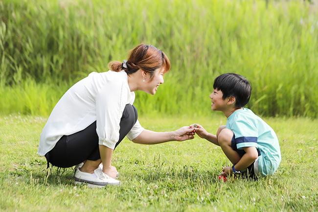 """Mẹ ơi, gia đình chúng ta nghèo lắm phải không?"""" - Câu trả lời của bạn sẽ ảnh hưởng đến cuộc sống của đứa trẻ-2"""