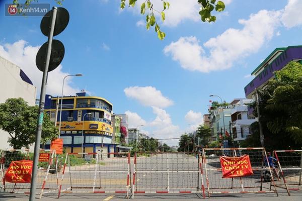 Quận Bình Tân trong ngày đầu phong tỏa 3 khu phố: Cô ở ngoài này phải đi chợ cho mấy chục đứa trong kia, tụi nó không ra ngoài được-18