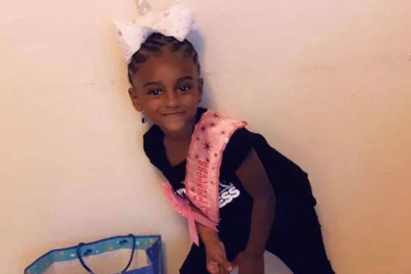 Phạt con nhỏ đứng 3 ngày khiến đứa trẻ tử vong, bà mẹ không gọi cấp cứu còn biến con gái lớn thành đồng phạm giết người-2