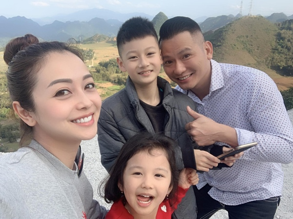 """Điểm mặt những ông bố dượng vàng"""" trong làng Vbiz: Kim Lý và con trai Hồ Ngọc Hà thân thiết không rời, Ưng Hoàng Phúc kèm con trai vợ học mỗi ngày-3"""