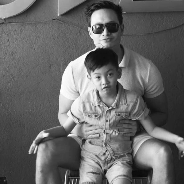 """Điểm mặt những ông bố dượng vàng"""" trong làng Vbiz: Kim Lý và con trai Hồ Ngọc Hà thân thiết không rời, Ưng Hoàng Phúc kèm con trai vợ học mỗi ngày-8"""
