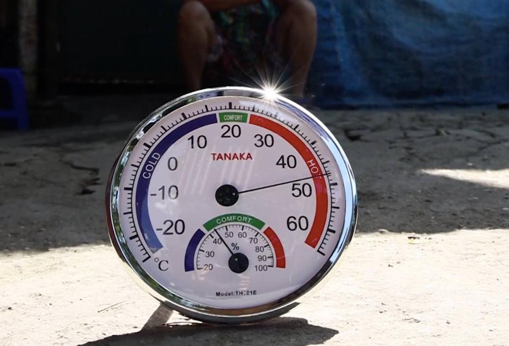 Nắng nóng đỉnh điểm lên đến gần 50 độ C tại Hà Nội: Mặt đường bốc hơi, người dân chật vật mưu sinh-4
