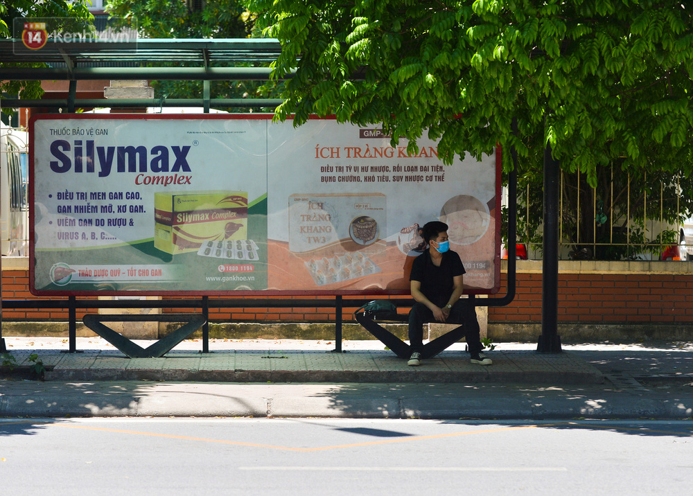 Nắng nóng đỉnh điểm lên đến gần 50 độ C tại Hà Nội: Mặt đường bốc hơi, người dân chật vật mưu sinh-6