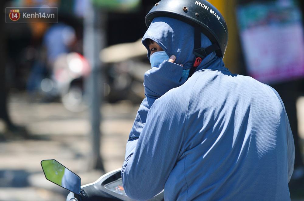 Nắng nóng đỉnh điểm lên đến gần 50 độ C tại Hà Nội: Mặt đường bốc hơi, người dân chật vật mưu sinh-7