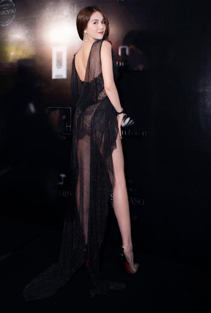 Ngọc Trinh diện bodysuit trong suốt, mặc như không khoe 70% cơ thể-9