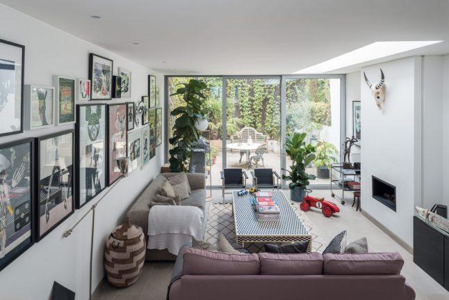 Ngôi nhà với cách bài trí cá tính nhưng không kém phần hiện đại cùng khoảng vườn xanh tươi, là chốn lui về khiến nhiều người mơ ước-2