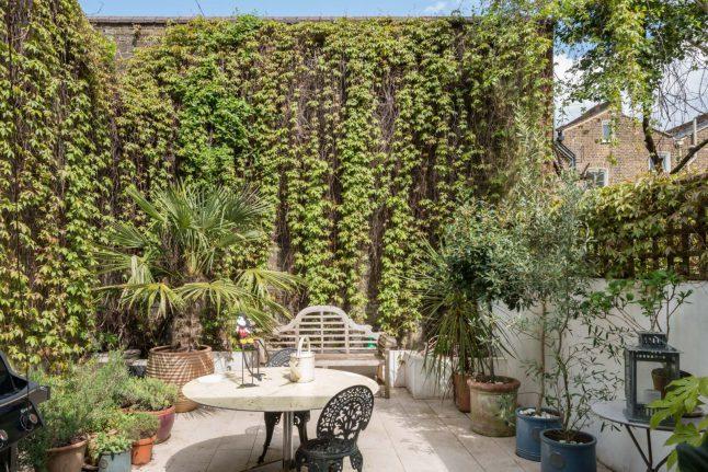Ngôi nhà với cách bài trí cá tính nhưng không kém phần hiện đại cùng khoảng vườn xanh tươi, là chốn lui về khiến nhiều người mơ ước-15