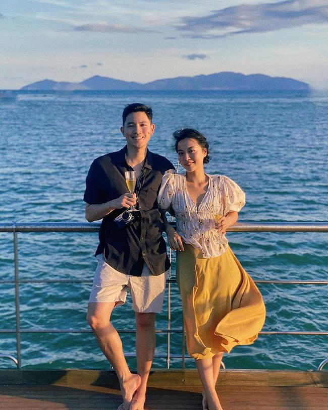 Cơ trưởng trẻ nhất Việt Nam kể chuyện hẹn hò cực sốc khi dắt bạn gái bay sang Singapore cho ngồi tàu lượn xong về!-1