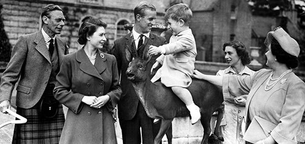 Hoàng tử William xuất hiện rạng rỡ cùng hai con, ngoại hình hiện tại của tiểu hoàng tử và công chúa gây sốt MXH-5